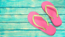 Paires de bascules électroniques en caoutchouc de sandales Photo stock