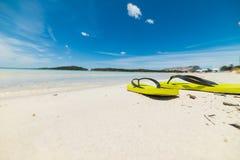 Paires de bascules électroniques sur le sable Photos libres de droits