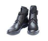 Paires de bottes femelles noires d'isolement sur le fond blanc Photo stock
