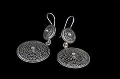 Paires de boucles d'oreille argentées Photographie stock libre de droits