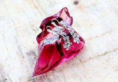 paires de boucles d'oreille d'un argent de mode avec les pierres précieuses Photos stock