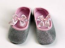 Paires de butins roses de bébé Photos libres de droits
