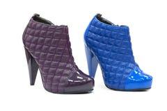 Paires de chaussures élégantes en cuir avec le haut talon Photos libres de droits