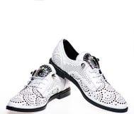 Paires de chaussures confortables à la mode d'oxfords Concept moderne de chaussures Chaussures pour des femmes sur à plat unique  Image libre de droits
