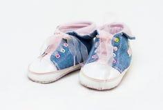 Paires de chaussures de bébé bleues et blanches Image stock