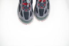 Paires de chaussures de sport directement en haut Photographie stock libre de droits