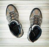 Paires de chaussures extérieures adolescentes élégantes, de beauté et de mode Photographie stock libre de droits