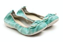 Paires de chaussures femelles vertes Photo stock