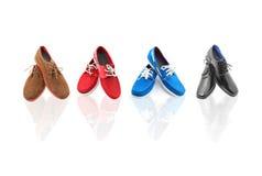 4 paires de chaussures mélangées d'homme de couleurs Photos libres de droits