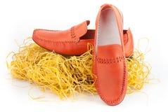 Paires de chaussures masculines oranges Image libre de droits