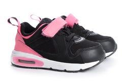 Paires de chaussures roses de sport sur le fond blanc Photos stock