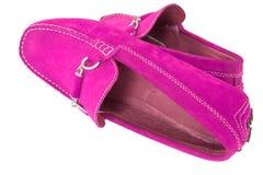 Paires de chaussures roses et fuchsia d'hommes d'isolement au-dessus du blanc photographie stock libre de droits