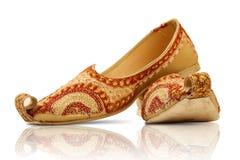 Paires de chaussures traditionnelles indiennes photo stock