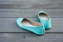 Paires de chaussures vertes image stock