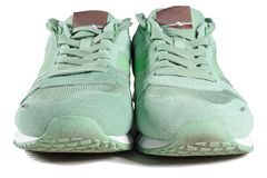 Paires de chaussures vertes, entraîneurs Photos stock
