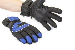 Paires de gants chauds d'hiver sur le blanc images stock