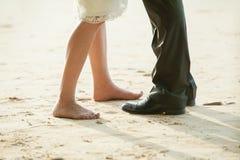 Paires de jambes sur la plage Photographie stock libre de droits