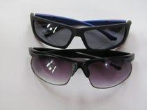 Paires de lunettes de soleil Photos stock