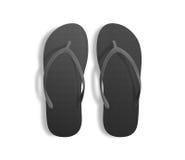 Paires de pantoufles noires vides de plage, maquette de conception, chemin de coupure, Photos stock