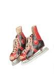 Paires de patins de glace antiques, fond blanc Photos libres de droits