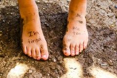 Paires de pieds fatigués Images libres de droits