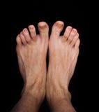 Paires de pieds masculins caucasiens d'isolement Images stock