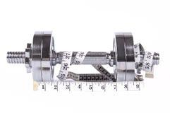 Paires de poids avec la bande de mesure Photos stock