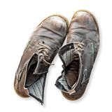 Paires de vieilles bottes d'isolement sur le fond blanc Image libre de droits