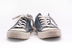 Paires de vieilles chaussures de marche bleues Image libre de droits