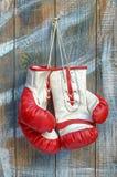 Paires de vieux gants de boxe Photographie stock