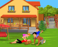 Pais e crianças que jogam no pátio de sua casa Ilustração Stock
