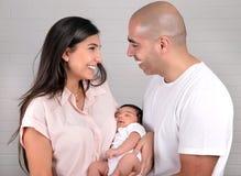 Pais felizes com criança pequena Fotos de Stock