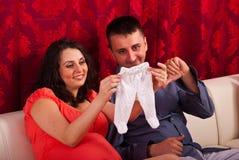 Pais felizes que têm a conversação Imagem de Stock Royalty Free