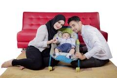 Pais novos com seu filho no estúdio Imagem de Stock Royalty Free