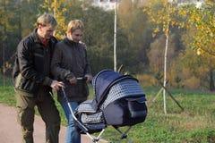 Pais novos com um recém-nascido Fotos de Stock