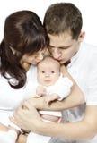 Pais que beijam o bebê recém-nascido Imagens de Stock Royalty Free