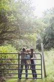 Pais que beijam o filho Fotografia de Stock