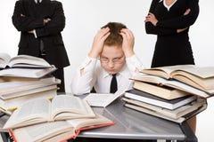 Pais que ensinam seu filho tired Fotografia de Stock Royalty Free