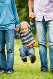Pais que levantam seu filho Imagens de Stock Royalty Free