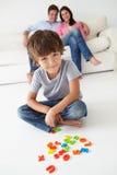Pais que prestam atenção ao jogo do filho Fotos de Stock Royalty Free
