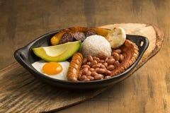 Paisa de Bandeja, plat typique à la région d'Antioqueno de la Colombie photos libres de droits