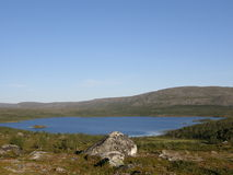 Paisagem ártica com um lago da montanha Imagens de Stock