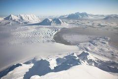 Paisagem ártica do inverno - mar, geleira, montanhas Fotos de Stock Royalty Free