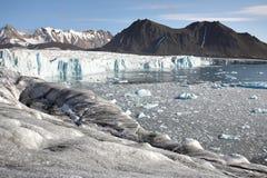 Paisagem ártica - geleira e montanhas Foto de Stock