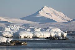 Paisagem ártica, geleiras e montanhas Imagens de Stock Royalty Free