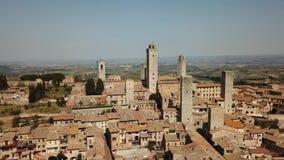 Paisagem aérea do zangão da vila maravilhosa de San Gimignano Um patrimônio mundial do UNESCO Toscânia, Italy vídeos de arquivo
