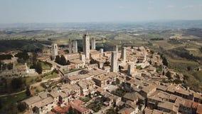 Paisagem aérea do zangão da vila maravilhosa de San Gimignano Um patrimônio mundial do UNESCO Toscânia, Italy filme