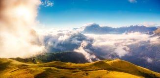 Paisagem alpina bonita Fotos de Stock Royalty Free