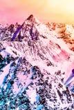 Paisagem alpina colorida picos de montanha Neve-tampados Bonito Fotografia de Stock Royalty Free