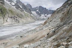 Paisagem alpina com montanhas e geleira Fotos de Stock